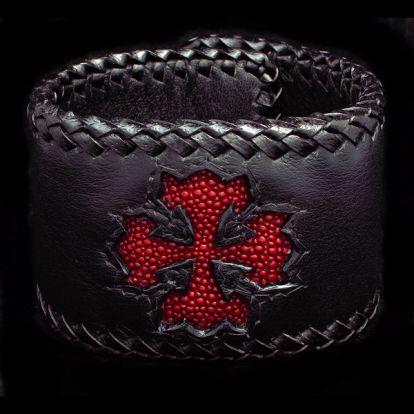 Bracelet croix en cuir