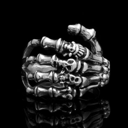 Skeleton's hand ring